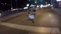 Un motard ivre tombe en faisant l'idiot et fait chuter une motarde !