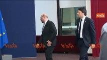 RENZI FISCHIETTA ALLA FOTO DI GRUPPO DEI LEADER EUROPEI