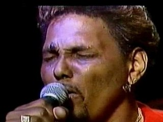 "Aaron Neville - ""Tell It Like It Is"" (live)"