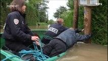 Trois policiers tombent à l'eau ( Sept à Huit)
