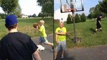 Deux jeunes jouent au basket quand le ballon disparaît !
