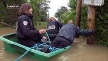 Trois policiers en galère sur une barque dans Sept à Huit
