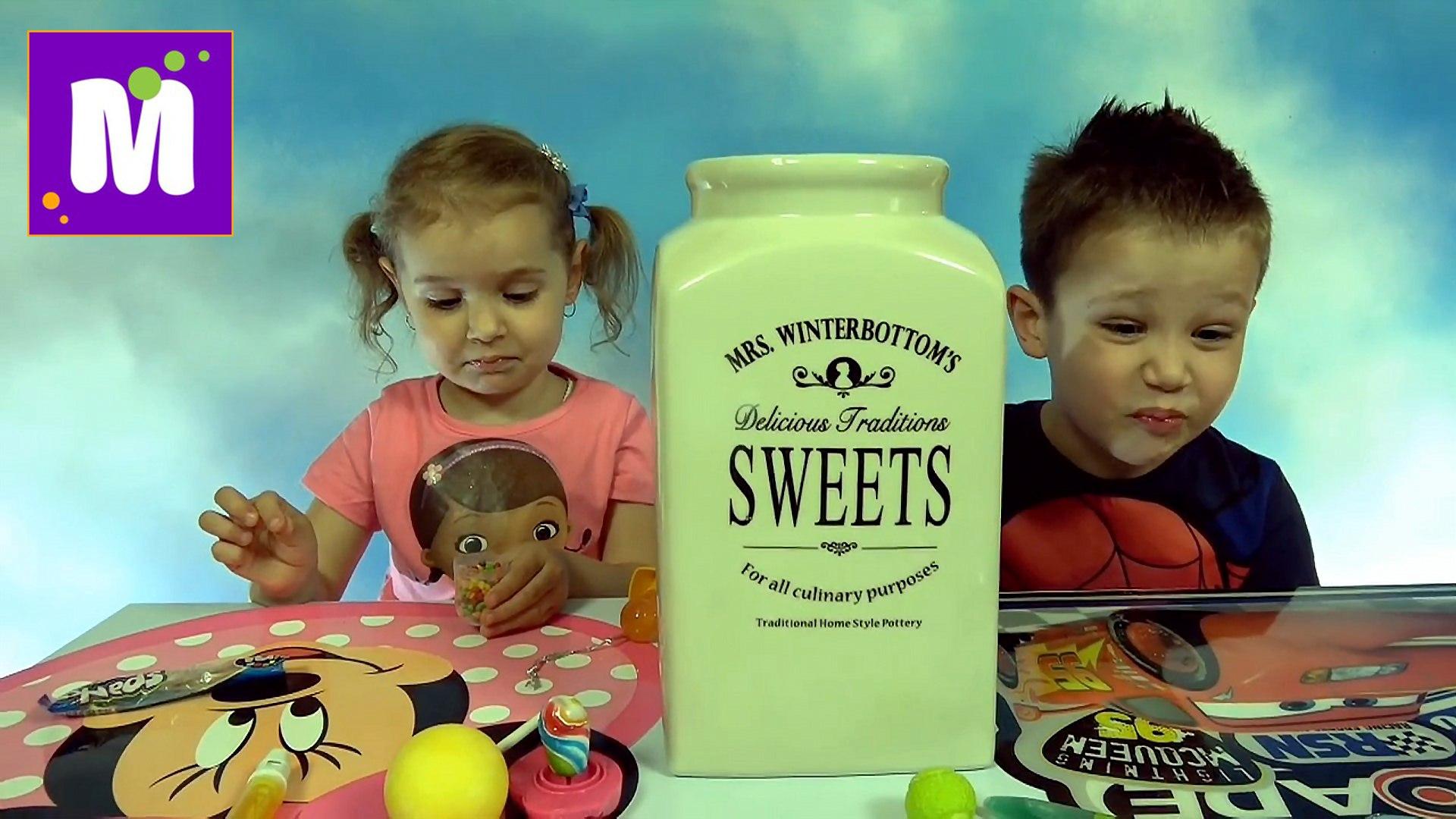 Челлендж 3 секунды много конфет или фрукты с овощами у Макса и Кати новое видео Challenge candy or f