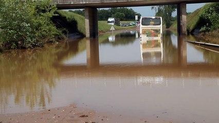 Beauvais : un bus pris par les eaux sur la déviation