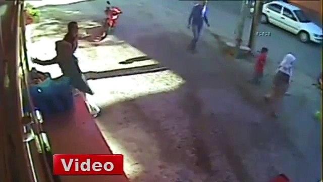 Antalya'da bir otomobil, market önünde oturan yaşlı adama çarptı