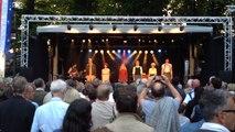 Première représentation en public de la troupe du spectacle musical Un été 44