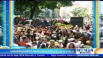 Estudiantes marchan hacia la sede del CNE en Caracas para exigir que se celebre el revocatorio