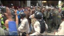 Agreden a golpes a diputados opositores por revocatorio en Venezuela