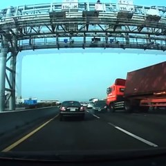 Un terrible accident de camion sur l'autoroute