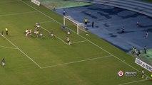 O QUE ACONTECEU? Ataque do Remo, que fica muito perto do gol, mas a bola fica viva dentro da área. Alguém entendeu?