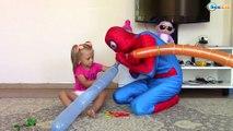 SPIDERMAN. Ярослава и Человек Паук надувают воздушные шарики. Спайдермен Видео для детей