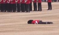 Un garde royal fait un malaise et tombe en pleine fête des 90 ans de la reine d'Angleterre