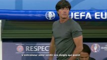 L'entraîneur de l'Allemagne aime sentir ses doigts qui puent