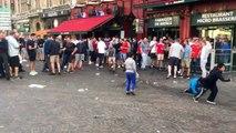 Euro 2016 : des supporters anglais jettent des pièces à des enfants Roms