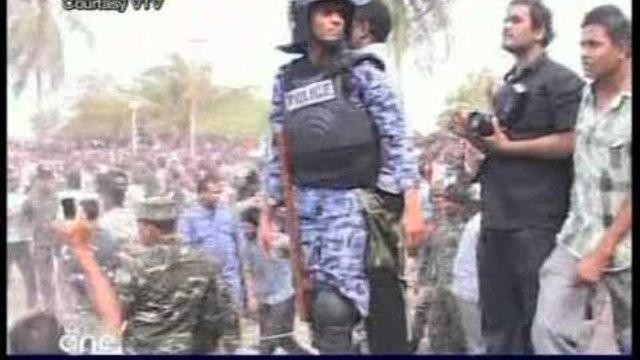 LUFTE ME MALDIVE RREZOHET PRESIDENTI NE ISHULLIN PARAJSE TE PUSHUESVE LAJM