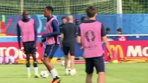 Euro-2016: les Bleus, qualifiés mais poussifs