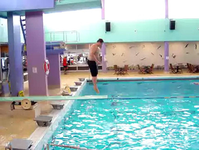 Chute piscine gros boulet