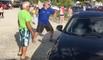 Il casse la vitre d'une voiture à coups de pierre pour sauver un chien enfermé en pleine canicule