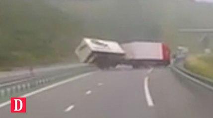 Impressionnant accident de la route en direct dans le Lot