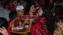 Report TV - Tiranë, atmosfera te pedonalja perpara fillimit te ndeshjes Shqiperi   Rumani