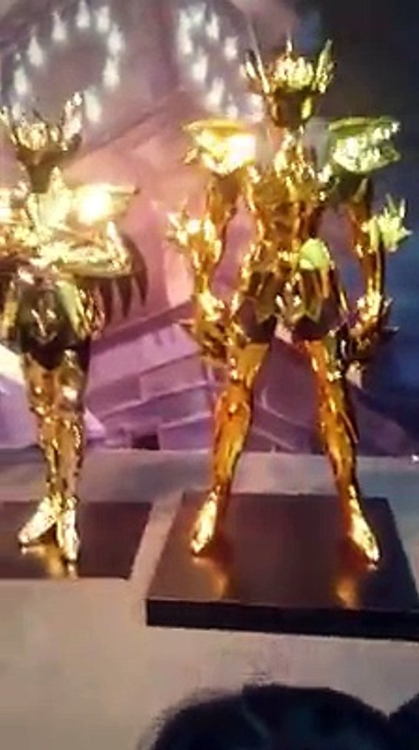 Las 12 Armaduras Doradas En tamaño real en Evento de Saint Seiya