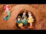 Disney Princess make sandcastles VS Sand castle crashing bear TOY