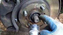 Como cambiar rotulas de suspension delantera en  Toyota Corolla 1995-2008 parte1