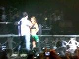 beijo aya - Show RBD São Paulo 27/04/07 (noite) (by gabriela salina)