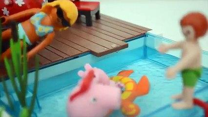 Pig George da Familia Peppa Pig nadando na Piscina!!! Em Portugues