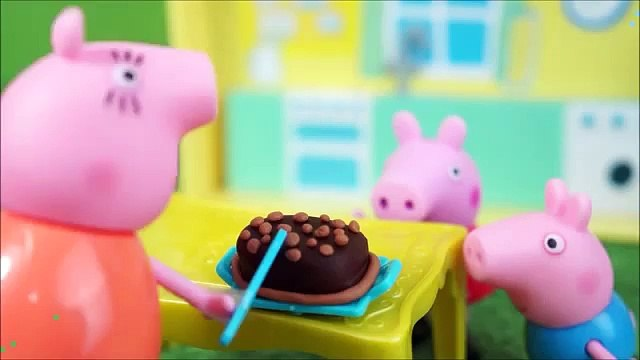 GEORGE PIG FAMILY PEPPA PIG IN BATH poops! COMPLETE IN PORTUGUESE