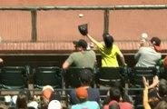 Un enfant sauve son père d'une balle de baseball .