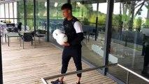 Neymar super-précis avec deux ballons