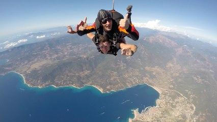 VIDÉO. Parachutisme : sauter à 4.000 mètres en Corse