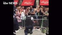 Ce policier demande son copain en mariage - Gay Pride Londres