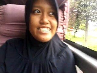 Ngabuburit di dalam bis