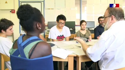 Réserve citoyenne : intervention d'un réserviste auprès d'élèves de seconde