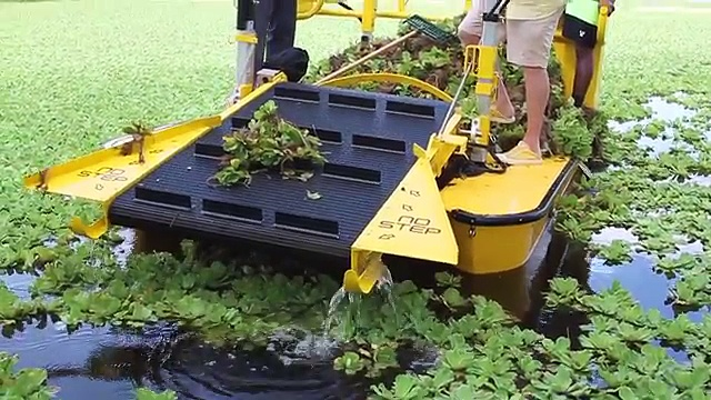 Weedoo Boats – Aquatic Weed Cutter and Harvester Boats