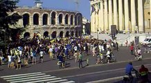 Ultras Hellas - Pre Partita in Piazza Bra 19/6/2011 (arena di VR) SA-Hellas finale playoff!