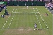Tennis - Le superbe amorti entre les jambes de Dustin Brown face à Nick Kyrgios