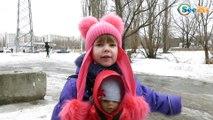 ✔ Кукла Беби Борн. Девочка Ника со своей игрушкой кормит голубей. Видео для детей. Baby Born ✔