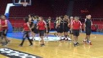A Milli Kadın Basketbol Takımı, Günün İlk Çalışmasını Yaptı