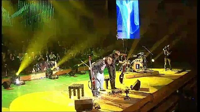 Nirvana joué par deux violoncelles ça sonne tellement bien ! Smells like teen spirit