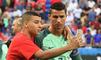Un ramasseur de balle s'incruste sur la photo du Portugal et pose avec Ronaldo