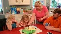 Elle a vraiment envie de souffler ses bougies d'anniversaire elle! Chiante