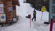 Il se vautre en snowboard au tire fesses plusieurs fois !