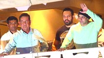 Salman Khan Wishes Fans Eid Mubarak | Waves At The Crowd Outside Galaxy Apartment