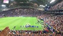 Les Bleus font le clapping Islandais avec les supporters du Vélodrome