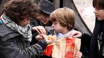 C'est la guerre entre  McDonalds et Burger King. Pub hilarante