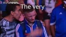 Quand un jeune supporter portugais console un supporter français