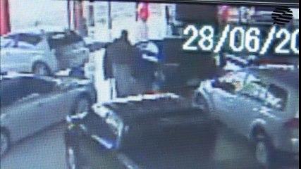Suspeito de roubar carro em concessionária se apresenta à polícia